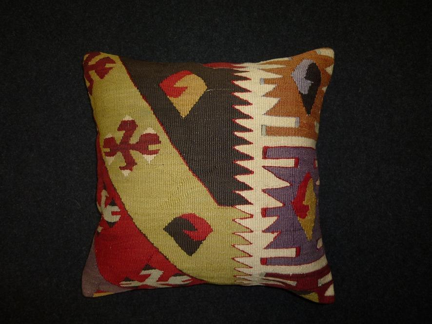 cushion-m83
