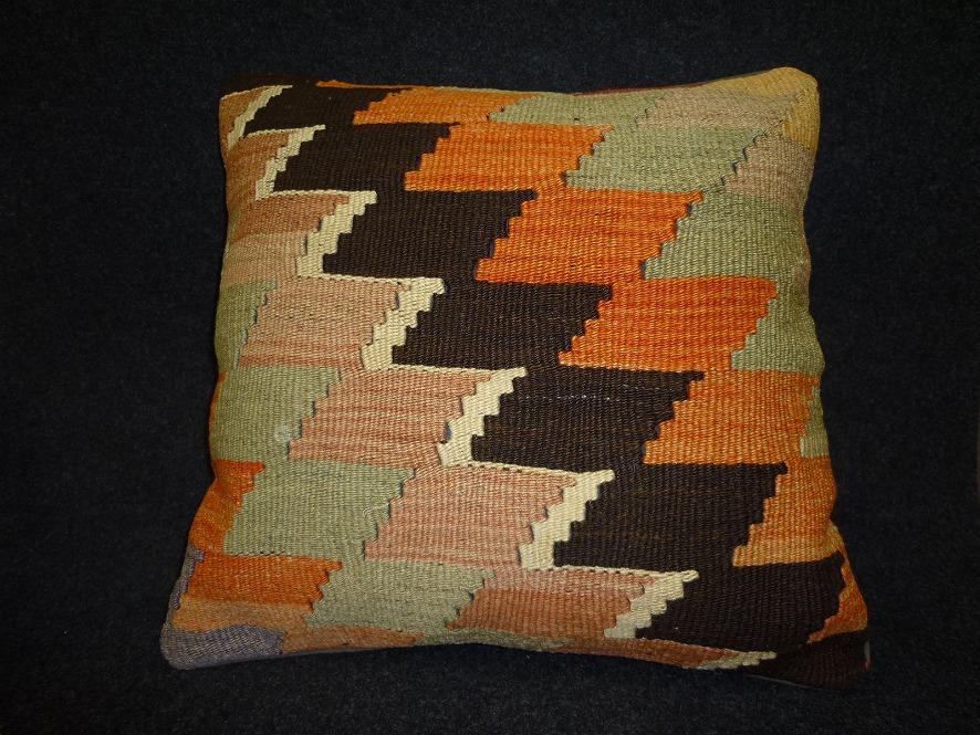 cushion-y83